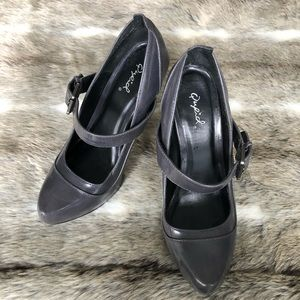 🔥 4 for $25 / Grey pumps Qupid size 6.5
